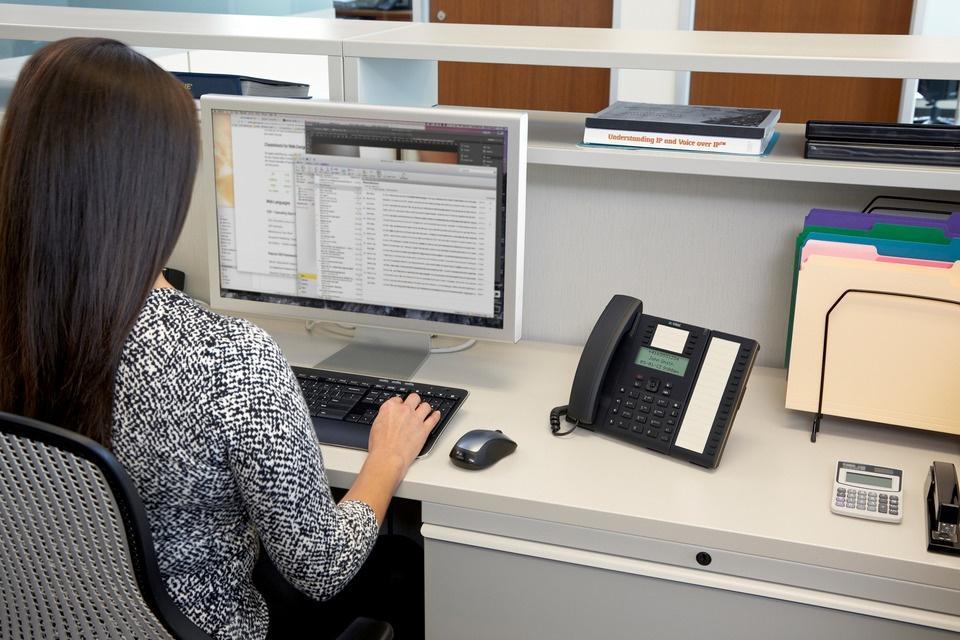 Mitel Business Deskphone 6865i.jpeg